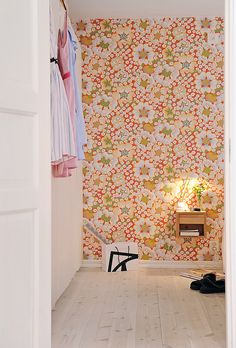 image 014 40 Scandinavian Wallpaper Ideas Making Decorating a Breeze Small Apartment Design, Small Apartments, Of Wallpaper, Designer Wallpaper, Wallpaper Ideas, Orange Wallpaper, Wallpaper Designs, Bedroom Wallpaper, Beautiful Wallpaper