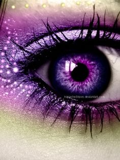 Stunning makeup ...trying to figure if it's a photo manipulation though...the eye yeah but the makeup?                                                                                                                                                     More