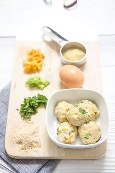 Chicken Carrot Meatballs for Baby. These little balls are rich in protein and iron and are a perfect for baby led weaning. Baby led weaning, blw, blw recipes, weaning foods, recipes for babies, baby recipes, blw ideas