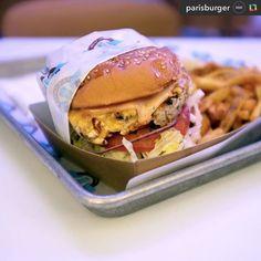 Au #restaurant ou au #camion retrouvez notre burger Californie. #steackdevolaille #avocat #saucemoutardemiel by lecamionquifume