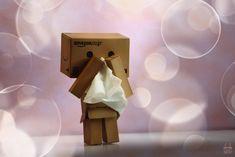 Danbo has a cold! Danbo, Miss Piggy, Cardboard Robot, Box Robot, Amazon Box, Pool Images, Door Gate Design, Cute Box, Little Boxes