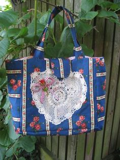 Für alle Fans von 70er Jahre Stoffen,romantisch lässige Großraumtasche für große Mädchen!  Süße Tasche für jede Gelegenheit,egal ob für Schule,Uni,Sch