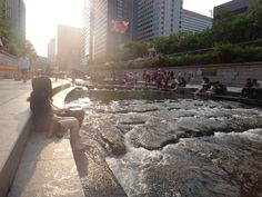 Cheonggyecheon Stream Fashion Plaza (Wall of Culture) in 종로구