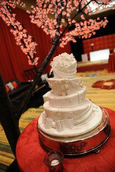 Multi-shape Round Wedding Cakes Photos & Pictures - WeddingWire.com
