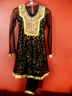 #BollywoodFashion #australia Online Saree shopping - http://www.vishawish.com/tag/saree/ #gold, #designer, #sarees