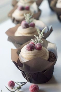 Gingerbread Cupcakes With Cinnamon Cream Cheese Frosting | Posted By: DebbieNet.com delightfully winter-y great for elegant Christmas parties or favours or desserts for a winter wedding