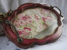 F Decoupage Wood, Decoupage Vintage, Tole Painting, Painting On Wood, Round Wooden Tray, Shabby, Tray Decor, Box Art, Diy Crafts To Sell