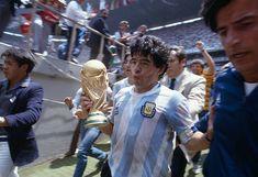 Vintage Photographs, Vintage Photos, Mexico 86, Argentina Football, Diego Armando, Retro Pictures, Fifa World Cup, Champions League, Sexy Men