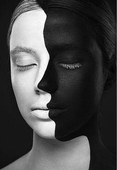 Pintura da série Weird Beauty traz perfil em preto pintado sobre rosto de modelo para criar ilusão de ótica (Foto: Alexander Khokhlov e Valerya Kutsan)