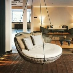 Un salon cosy avec un fauteuil suspendu A cozy living room with a hanging chair Cozy Living Rooms, Living Room Decor, Bedroom Decor, Living Room Hammock, Deco Design, Design Salon, Dream Rooms, My New Room, Home Interior Design