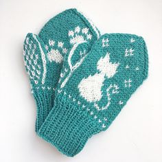 Pus i snøen-votter / Snowy Kitty Mittens pattern by Tonje Haugli Knitted Mittens Pattern, Knitted Hats Kids, Knit Mittens, Baby Knitting Patterns, Mitten Gloves, Knit Crochet, Crochet Pattern, Yarn Crafts, Kids And Parenting