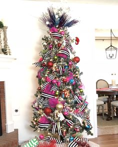 Black and White Striped Christmas Tree - Mary Anna Jefcoat Black and White Striped Christmas Tree - Mary Anna Jefcoat Insta - how to decorate a Christmas tree with ribbon and mesh - black and white striped Christmas tree decor<br> Rose Gold Christmas Decorations, Ribbon On Christmas Tree, Colorful Christmas Tree, Christmas Tree Themes, Rustic Christmas, Christmas Diy, Christmas Wreaths, How To Decorate Christmas Tree, Minimal Christmas