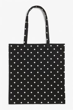 Oh the life of a tote bag - they see so much! Take this dotted beauty from the beach and back or wherever else you can think of! Search 0517599 on site.