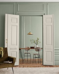 Identity : Jotun Lady new Color chart 2019 - Only Deco Love Green Dining Room, Living Room Green, Beautiful Interiors, Colorful Interiors, Scandinavian Interiors, Trending Paint Colors, Dado Rail, Home Interior, Interior Design Wall
