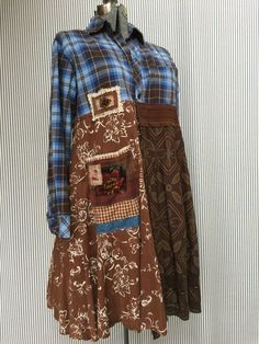 Upcycled Blue Brown Plaid Flannel Gypsy Duster with Big Appliqué Pocket and a few Denim accents, All Cotton. Dress form has a 42 bust Size large Measured laying flat 21 Armpit to armpit 39 Long 20 Waist Free hips Plaid Flannel, Flannel Shirt, Umgestaltete Shirts, Vintage Outfits, Altered Couture, Shirt Refashion, Cool Sweaters, Cycling Outfit, Textiles