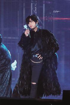 When you finally understand that the big boy has a big dick too. Bts Taehyung, Bts Bangtan Boy, Bts Jungkook, Namjoon, Foto Bts, Bts Photo, Daegu, Taekook, K Pop
