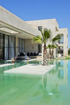 luxury villa to rent in Marrakech, luxury Weddings, birthdays. location villa Marrakech,villa hoteliere d'exception a Marrakech 6 24 91 12 48 . Location Villa Marrakech, Moderne Pools, Belle Villa, Dream Pools, Suites, Cool Pools, Pool Designs, Luxury Villa, Exterior Design
