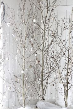 15 Christmas Tree Decor Ideas for Small Apartment - Wondering how to put a Christmas tree on your small apartment? Check these Christmas tree small apartment ideas! White Christmas Tree Decorations, White Christmas Trees, Silver Christmas, Noel Christmas, Christmas Fashion, Rustic Christmas, Holiday Decor, Christmas Branches, Decorating For Christmas