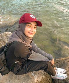 Girl Hijab, Hijab Outfit, Beautiful Hijab, Most Beautiful Women, Hijab Fashion, Illustration Art, Baseball Hats, It Cast, Ootd