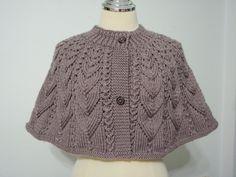 Grey Cape Knitting Machine Patterns, Poncho Knitting Patterns, Easy Crochet Patterns, Knitting Stitches, Knit Shrug, Crochet Poncho, Knitted Shawls, Crochet Capas, Crochet Pumpkin