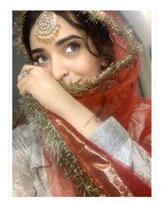 Pakistani Bridal Makeup, Pakistani Bridal Dresses, Shadi Dresses, Teenage Girl Photography, Girl Photography Poses, Stylish Dress Designs, Stylish Dresses, Indian Photoshoot, Afghan Dresses