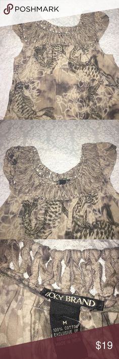 Beautiful Lucky top size M This top is gently used, size M perfect for any casual outfit. Lucky Brand Tops