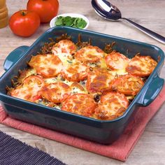 Kartoffel-Hack-Auflauf 😍 Perfect after-dinner cooking: boil potatoes, roast minced meat, put it in the oven and it's time to eat! 😋 🍽️👌 Ingredients and recipe: www. Chicken And Waffle Casserole Recipe, Chicken And Waffles, Casserole Recipes, Chicken Salad Recipes, Beef Recipes, Cooking Recipes, Healthy Recipes, Cooking Tofu, Cooking Hacks