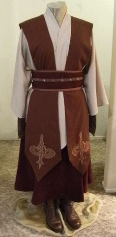 - Jedi Costume - Ideas of Jedi Costume - Costume Jedi, Jedi Cosplay, Cosplay Costumes, Monk Costume, Jedi Outfit, Female Jedi, Star Wars Celebration, Star Wars Costumes, Local Girls