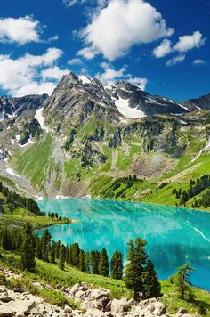 Mountain lake Photos Beautiful turquoise lake in Altai mountains by Beautiful Nature Pictures, Amazing Nature, Nature Photos, Beautiful Landscapes, Beautiful World, Beautiful Places, Altai Mountains, Appalachian Mountains, Snowy Mountains