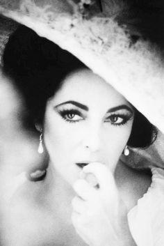 Elizabeth Taylor photographed by Firooz Zahedi, 1976.
