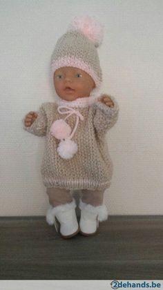 setje bestaat uit trui, muts, legging, laarsjes(lederlook)