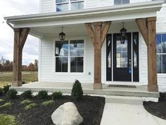 40 Incredible farmhouse front porch design ideas – Best Home Decorating Ideas - Page 17 Veranda Pergola, Veranda Design, Front Porch Design, Front Porch Columns, Wooden Columns Porch, Front Porch Lights, Porch Timber, Front Porch Posts, Front Porch Addition