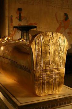 SARCOPHAGUS OF TUTANKHAMUN (18. Dynasty) #egypt - herbert knapp - Google+