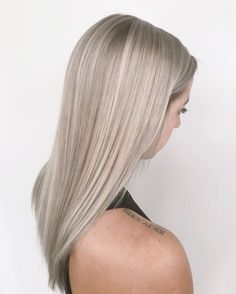 Source by - Cabello Rubio Grey Blonde Hair, Blonde Makeup, Blonde Hair Looks, Blonde Hair With Highlights, Ashy Blonde, Hair Color Guide, Hair Shades, Light Hair, Dream Hair