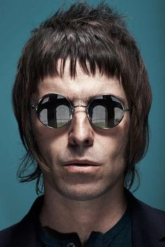 https://ediadegbola.files.wordpress.com/2015/08/13a02-liam-gallagher-in-pretty-green-pg383-round-sunglasses.jpgからの画像
