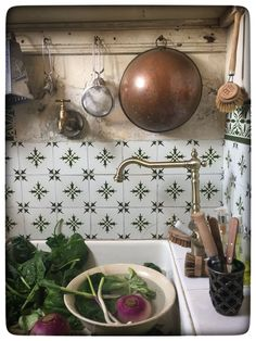 Miss Clara's kitchen in Bordeaux, France. - Miss Clara's kitchen in Bordeaux, France. English Country Decor, French Country Cottage, Cottage Style, English Farmhouse, Country Chic, Cottage Kitchens, Small Dining, Elegant Homes, Decoration