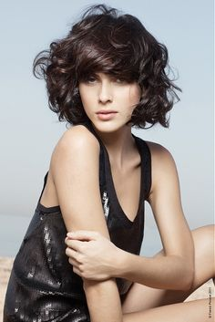 Mid Length Haircuts with Bangs - Mid-length hair is the suit-all length that can make you turn heads without having to spend hours in front of the mirror. Get ready to make a change by opting for the latest mid-length haircuts with bangs. Curly Hair With Bangs, Short Wavy Hair, Short Wedding Hair, Medium Curly, Thick Hair, Long Curly, Dark Hair, Messy Bangs, Bob Bangs