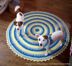 crocheted rug and my jack russels (inmportant assistants) Beach Mat, Outdoor Blanket, Rugs, Crochet, Farmhouse Rugs, Chrochet, Crocheting, Knits, Floor Rugs
