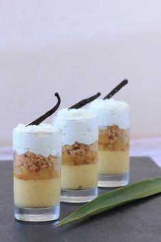 Voici une petite verrine vanille, ananas, coco C'était un test, le fond vanille très bon, l'ananas caramélisé très bon, le crumble co...