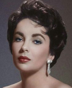 Elizabeth Taylor defined modern celebrity and is considered the last classic Hollywood icon. Elizabeth Taylor Trust and Elizabeth Taylor Estate. Hollywood Stars, Hollywood Icons, Old Hollywood Glamour, Hollywood Fashion, Golden Age Of Hollywood, Vintage Hollywood, Hollywood Actresses, Classic Hollywood, Hollywood Actor