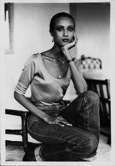 Portrait of model Iman Abdulmajid in her London hotel room April 1979 Natalia Vodianova, Laetitia Casta, Somali, Claudia Schiffer, Lily Aldridge, Cindy Crawford, Heidi Klum, Iman Model, Black Supermodels