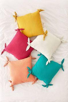 Cute Pillows, Diy Pillows, Decorative Pillows, Pillow Ideas, Cushions, Colorful Pillows, Cushion Cover Designs, Cushion Covers, Urban Fashion Girls