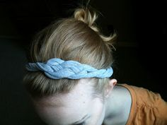 I've seen these over and over again on Pinterest and decided to give it a shot. They have lots of cute braided headbands and this one in ...