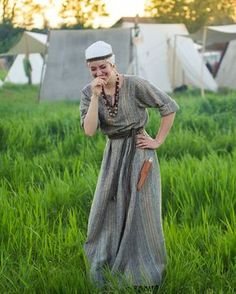 My reconstruction of early-medieval Great Moravia slavic set. Temple rings and all types of lunula charms are made of bronze and are… Medieval Costume, Medieval Dress, Medieval Clothing, Historical Costume, Historical Clothing, Viking Cosplay, Viking Dress, Scottish Fashion, Larp