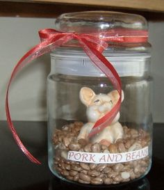 Gifts in a Jar and a mug...lots of recipes and ideas. Look at this sweet gift in a jar!! Love it! This pin is full of great ideas to turn our Mason jars into gifts that people will want and use!