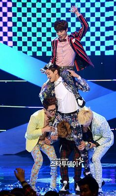 The formidable SHINee mountain. poor jjong though Tvxq, Btob, Cnblue, Onew Jonghyun, Lee Taemin, K Pop, Kim Kibum, Choi Min Ho, Pop Bands