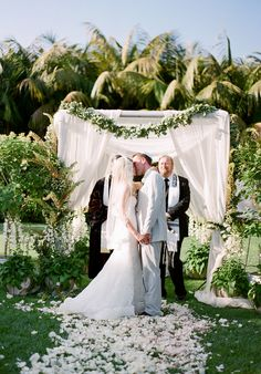LOVE this elegant altar - the white details and greenery are perfect