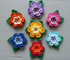 crocheted flower brooch - www.bonthuishouden.nl