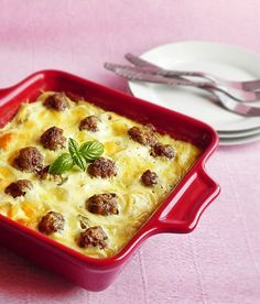 Baked Pasta with Meatballs. Baked Pasta with meatballs (in Romanian) Beef Casserole, Casserole Dishes, Casserole Recipes, Beef Recipes, Cooking Recipes, Pasta Recipes, Yummy Recipes, Good Food, Yummy Food