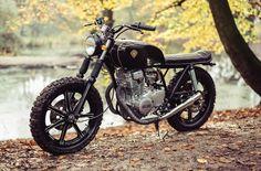 Yamaha XS400 Street Tracker by Lions Den Customs #motorcycles #streettracker #motos   caferacerpasion.com